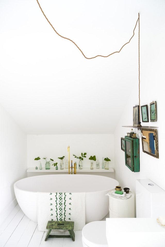 Une idée déco sublime pour mettre en scène des plantes dans sa salle de bain
