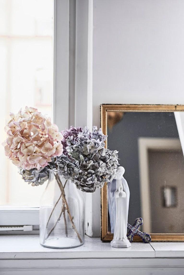 Un bouquet de fleurs séchés pour décorer une dame-jeanne