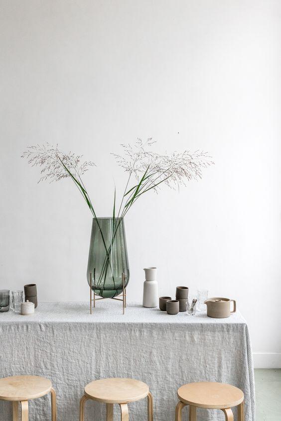 Quelques herbes séchées dans une déco de style scandinave