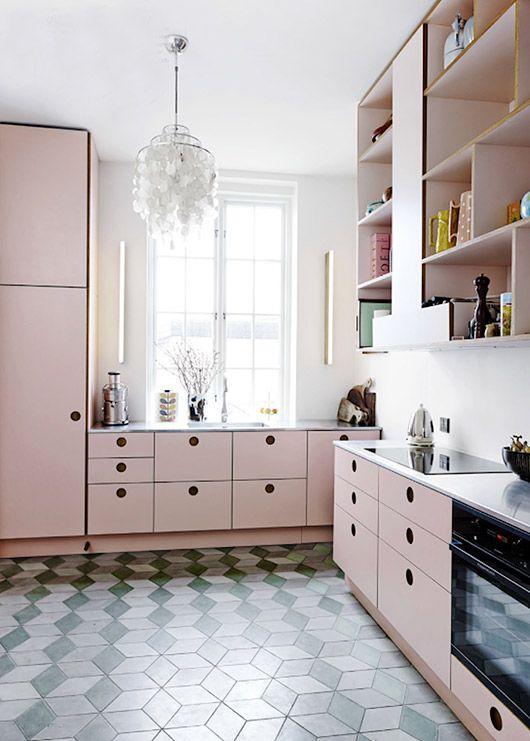 Une cuisine rose poudré