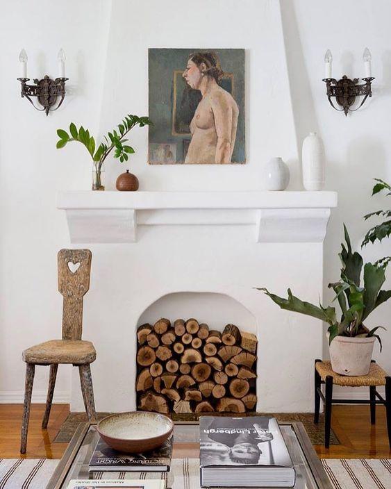 Comment ranger les bûches dans une cheminée de manière esthétique