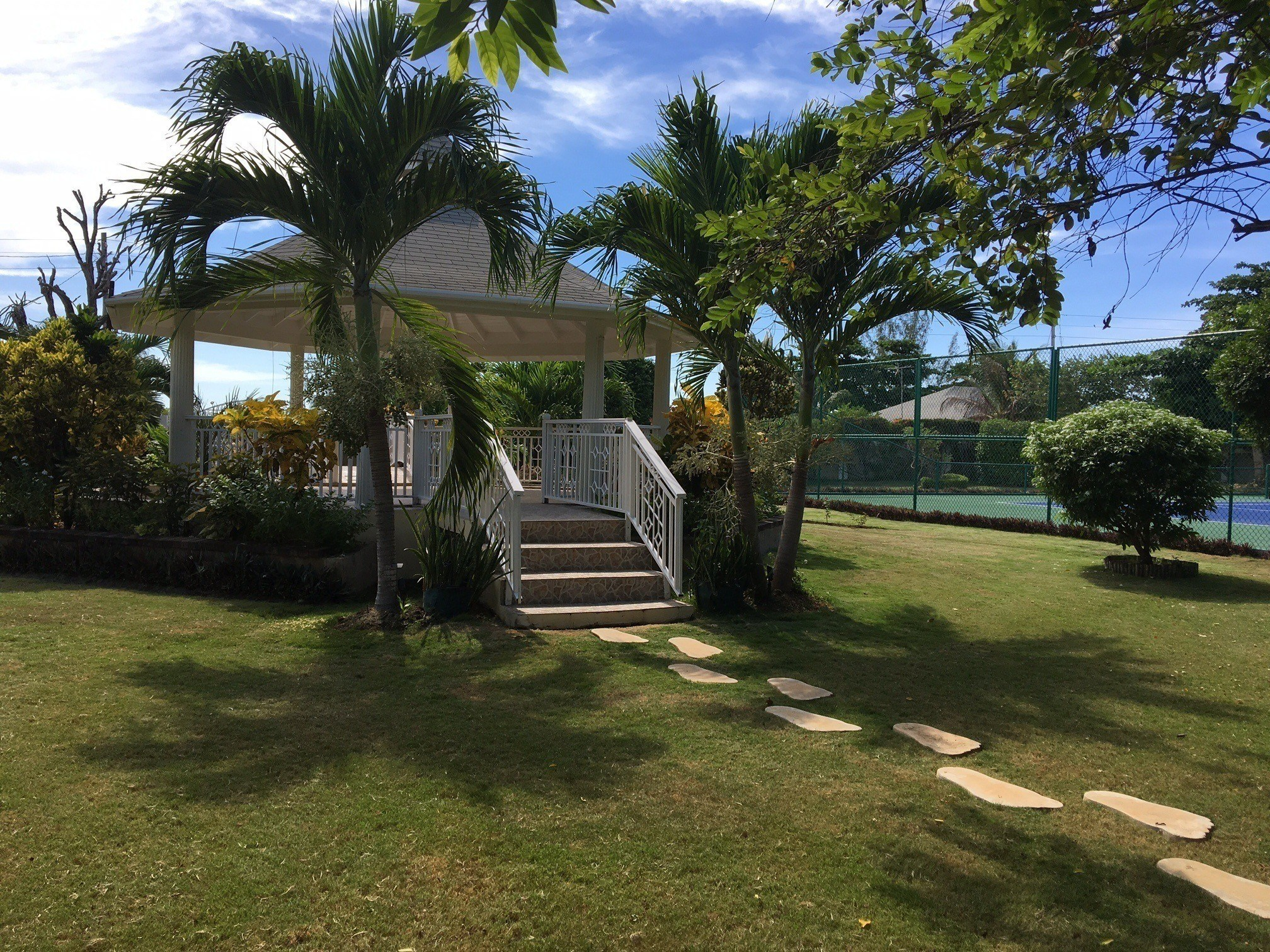 Jamaica wedding venues: The garden gazebo at Mais Oui Tennis & Spa Villa in Discovery Bay Jamaica