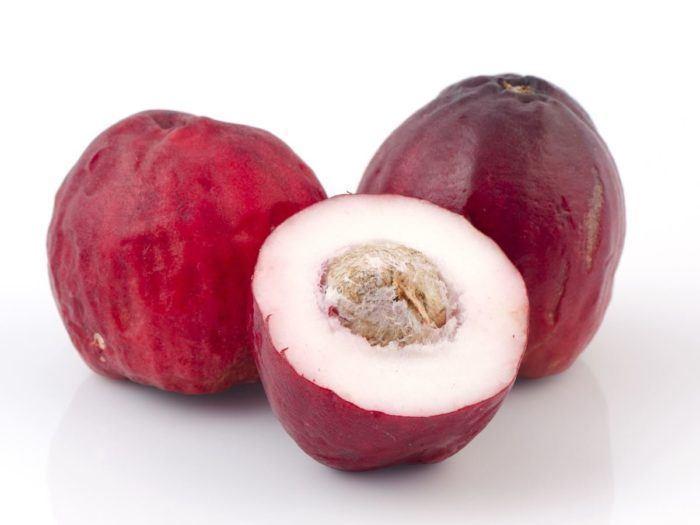 Jamaican fruits in season in April: Otaheiti apple