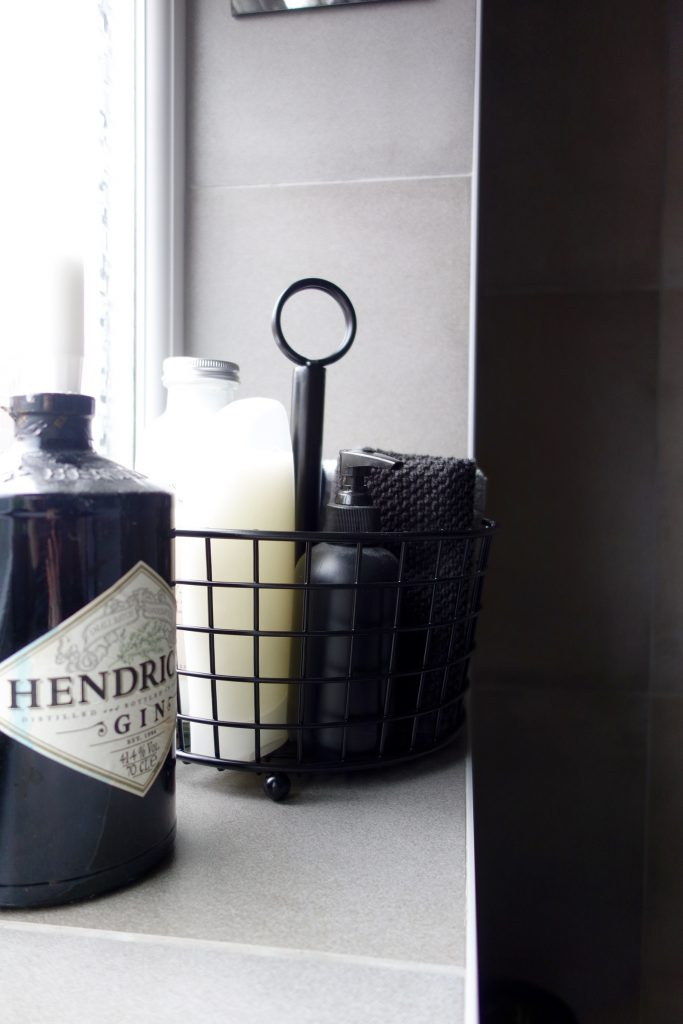 Black wire Bathroom caddy