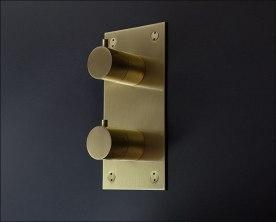 Moca-Brushed-Brass-Thermostatic-Shower-Control-UK1