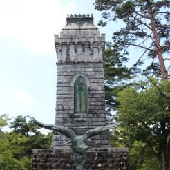 Vogel-Statue
