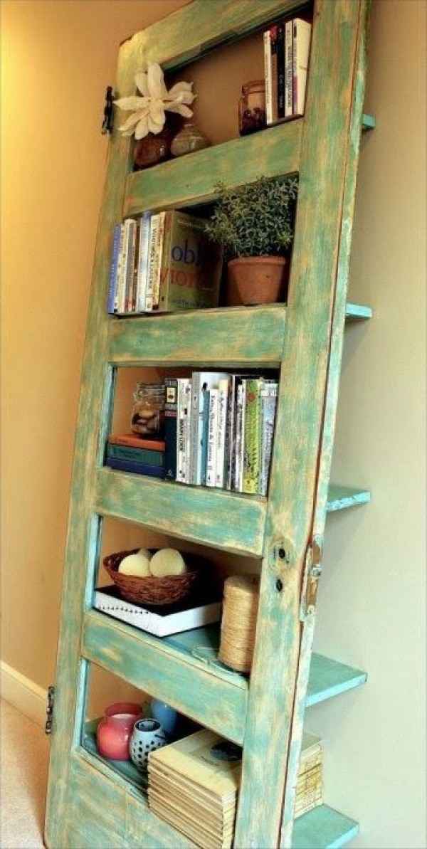 upcycled furniture upcycling reuse DIY The handy mano manomano door shelf