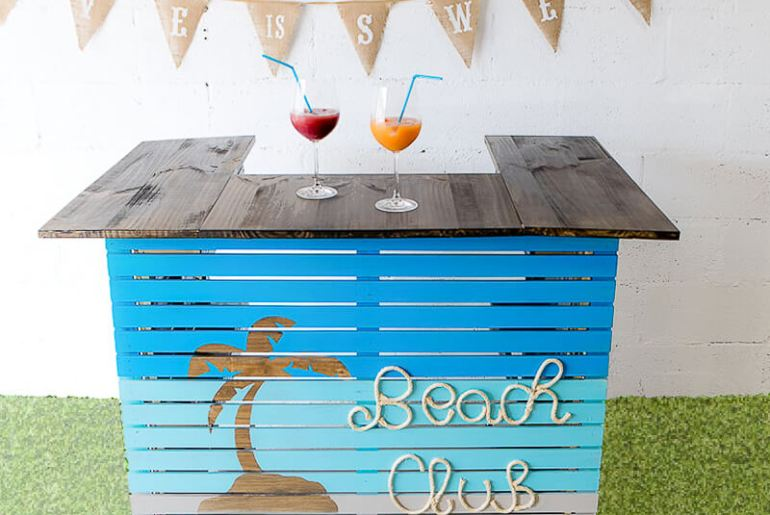 manomano mano mano the handy mano pallet bar wood pallet projects diy do it yourself completed bar beach club