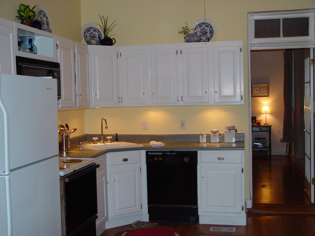 7 Ways To Redo Your Countertops Without Replacing Them the handy mano manomano mano diy do it yourself projects home improvement kitchen makeover transformation counter top faux stone spray paint