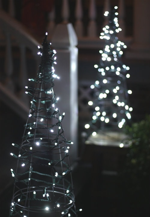 Alternative christmas trees alternative different tree the handy mano manomano mano diy do it yourself festive tomato cage lights