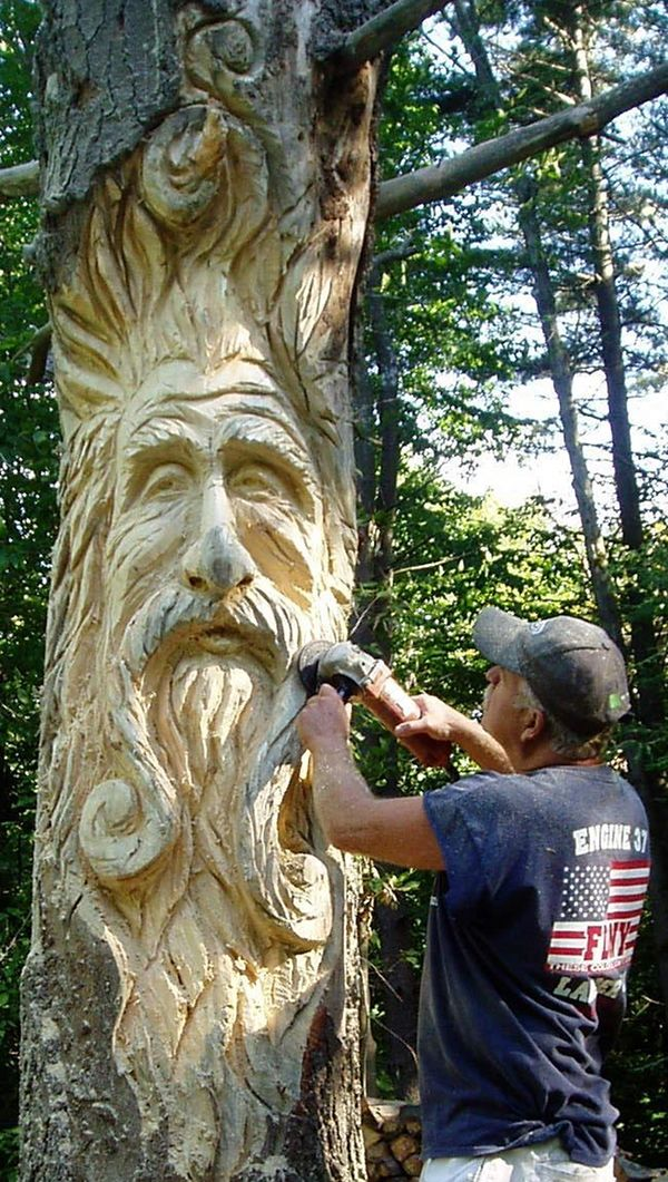 Incredible Chainsaw Carvings wood art artists manomano mano the handy mano man bearded beard