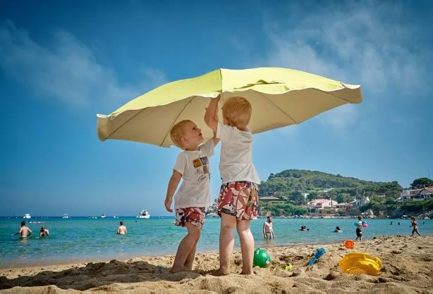 Parasol safety on the beach