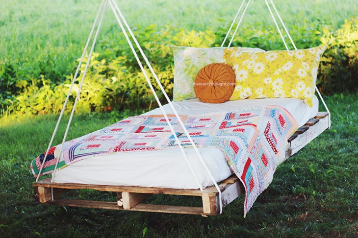Pallet-Swing-Bed-The-Merrythought3(pp_w730_h486)