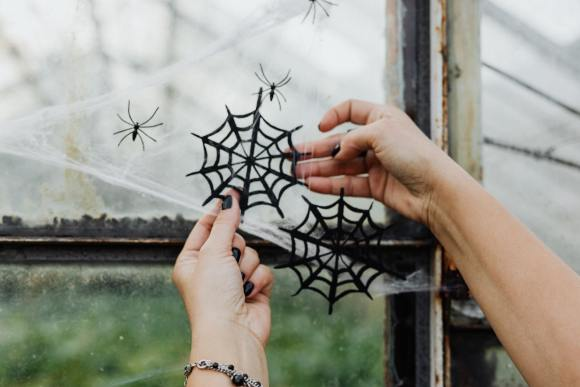Etsy Halloween - handmade spider web craft