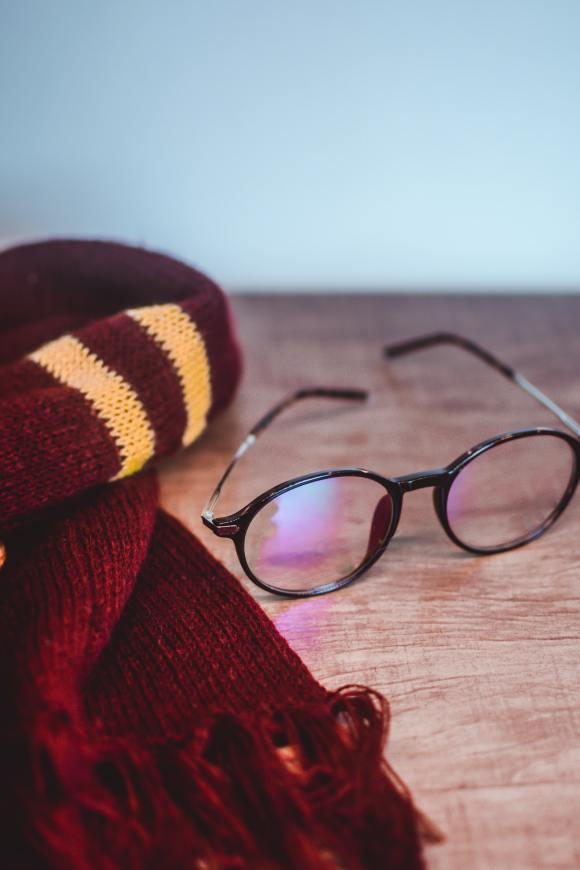 Etsy Halloween - wizard scarf and round glasses