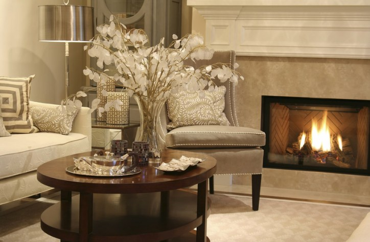light a fire in the fireplace when selling a home during the holidays
