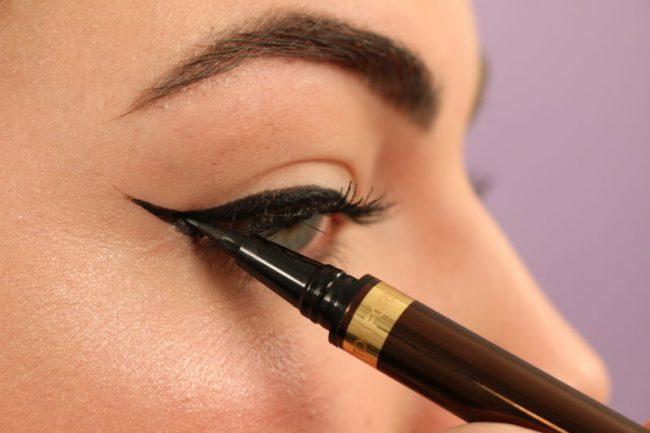 Tutorial-Foxy-Eyes-Gambar-winged-eyeliner-di-ujung-mata