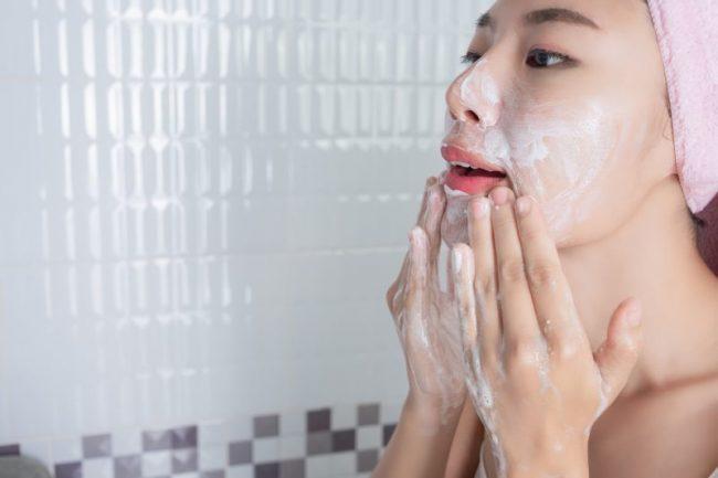 Urutan skincare pagi untuk remaja - facial wash