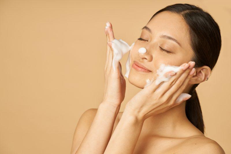 Rekomendasi Facial Wash untuk Kulit Kering