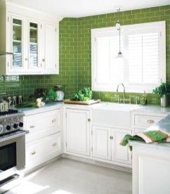 O en los azulejos, un toque verde y el blanco resplandece