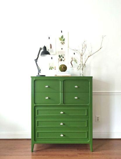 Un mueble sencillo, bien decorador y voilá, algo especial en tu recibidor.