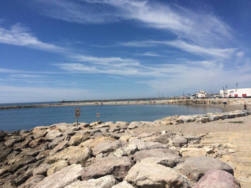 Saintes-Maries-de-la-Mer Välimeren rannalla.