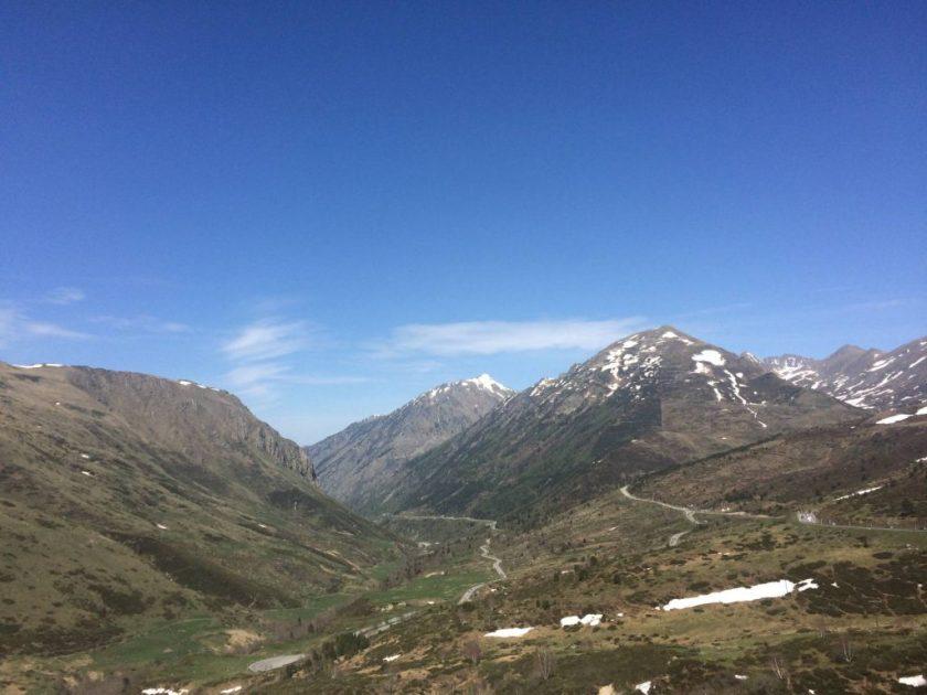 Pyreneiden vuoristoa matkalla Ranskasta Andorraan.