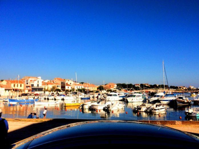 Carron matkaparkki sijaitsi näissä maisemissa, ja vaikka se oli täynnä, jonottivat maltilliset ranskalaiset sitkeästi.