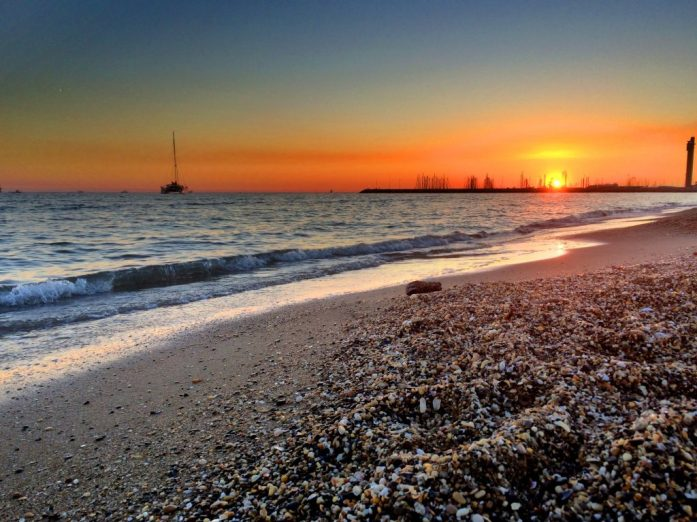 Auringonlasku Fos-sur-Merissä.