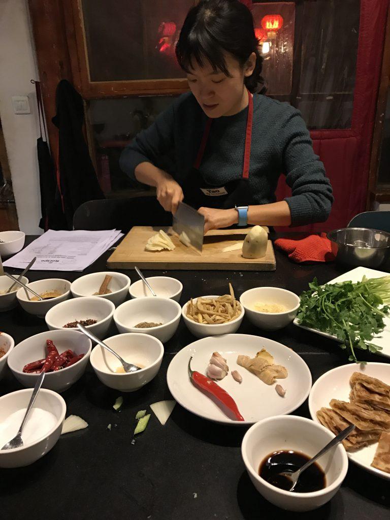 Kokkimme Yao oli loistava opettaja, jolta oppi paljon myös paikallisesta kulttuurista ja elämästä Pekingissä.