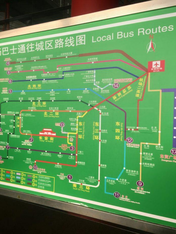 Lentokentän bussikartasta osasi navigoida oikeaan bussiin.