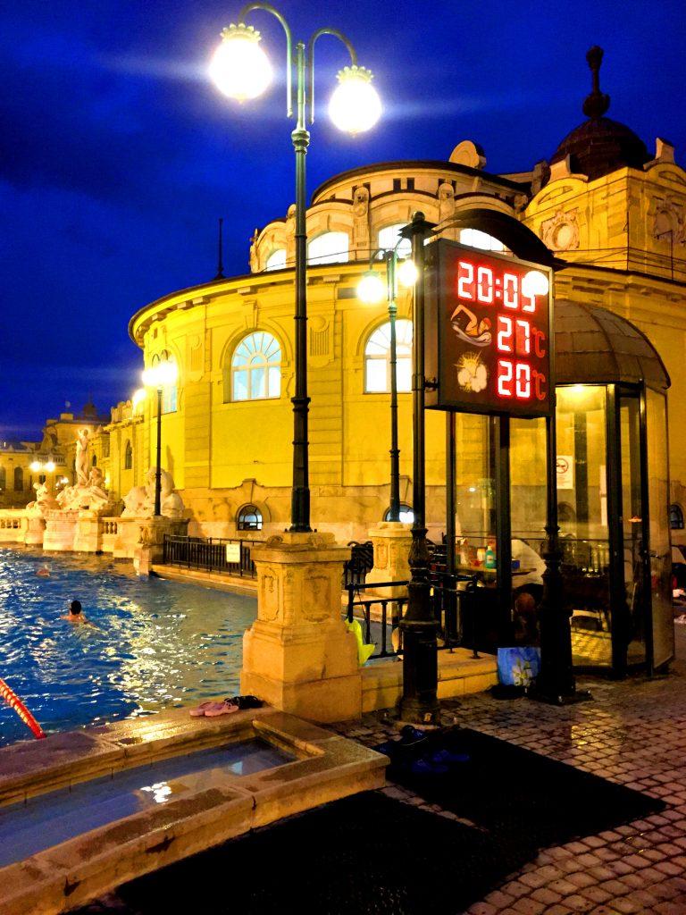 Kilpauintialtaassakin vesi oli kiitettävän lämmintä - ei siinä kuntoillessa ainakaan kylmä tule!