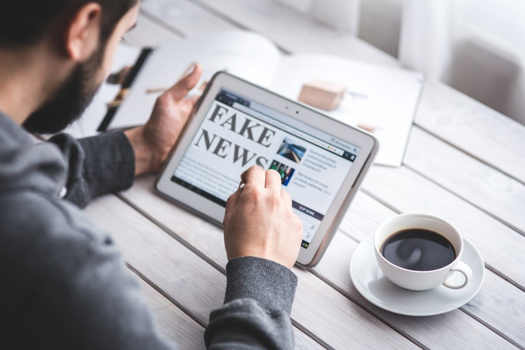 lutter contre les fausses informations