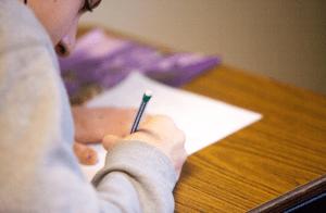 Etudiant qui passe un examen