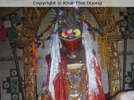 Eine Kumari (lebende Göttin) in Patan, Nepal – zumindest so lange bis zu ihrer ersten Periode….
