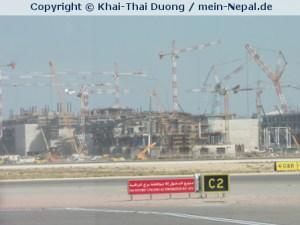 Am Flughafen von Muskat wird fleißig gebaut.