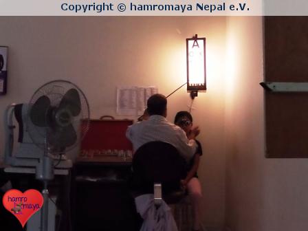 Eye Check-Up für Kinder aus Buddhist Child Home