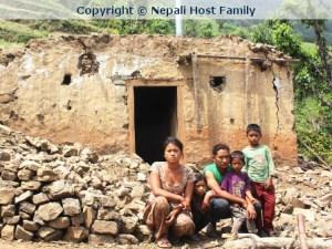Wiederaufbau des völlig zerstörten Dorfs Ikudol.