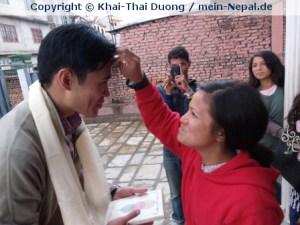 Sabeena verabschiedet mich nach meiner 7. Nepal Reise im April 2015.