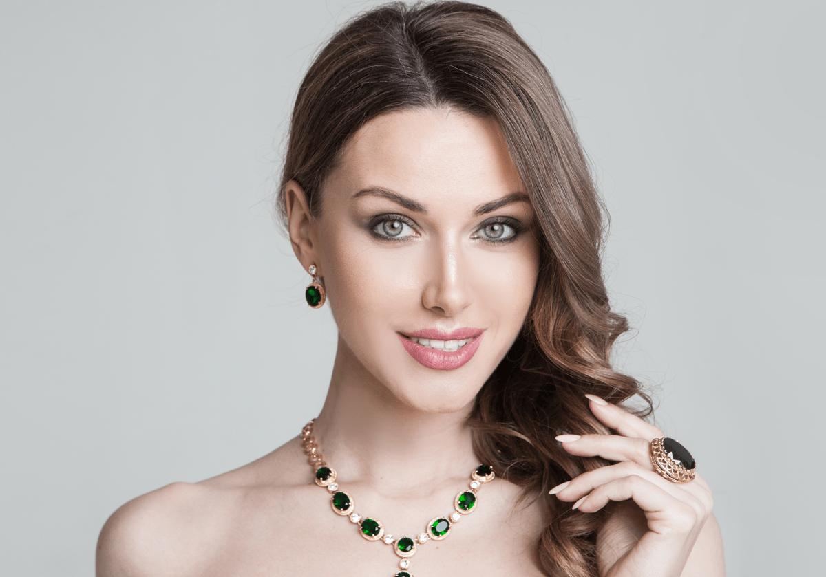 Bijuterii placate cu aur: cum porți corect bijuteriile prețioase