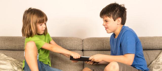 Famille-recomposee-quand-les-enfants-se-disputent_imagePanoramique647_286