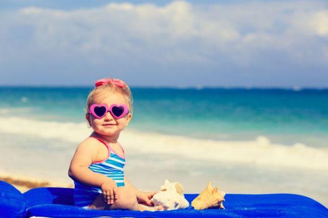 Ma petite liste pour les vacances à la plage-les valises s'empilent_MelyMarmelade