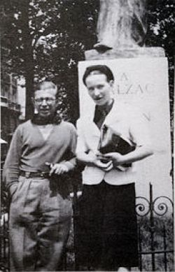 3-180px-sartre_and_de_beauvoir_at_balzac_memorial