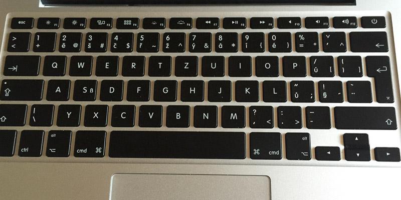MacBook Pro Retina - Layout klávesnice