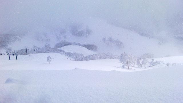 苗場スキー場山頂から