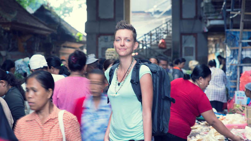 Digital nomad Conni Biesalski in Ubud Market with her Minaal Carry-on