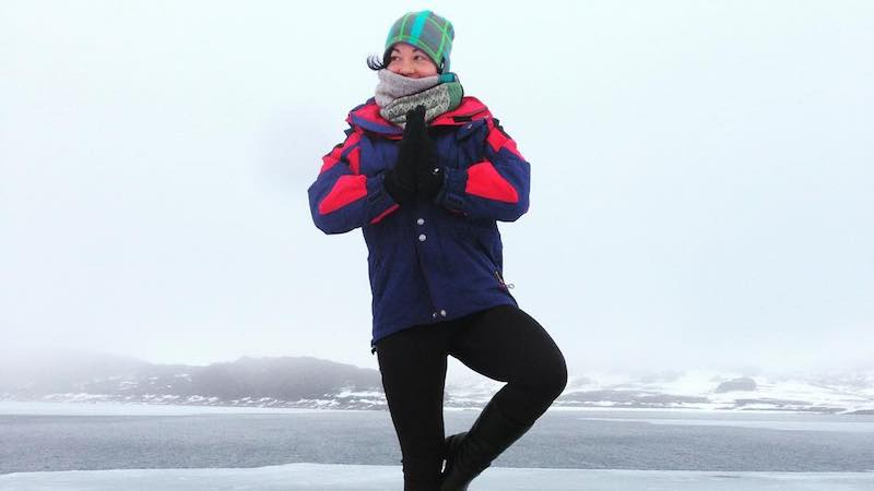 How fast do digital nomads travel - Christina Canters cold yoga