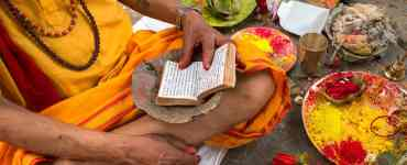 what are the Hindu sacred texts?