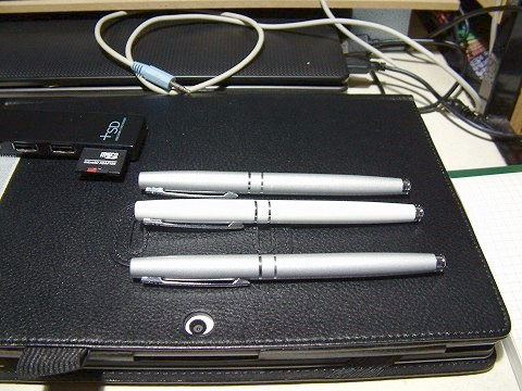 以前買った万年筆と並べてみた。うむむ、ほぼほぼ同じっすねw