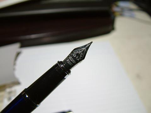 どっかで見たような、唐草模様のペン先!